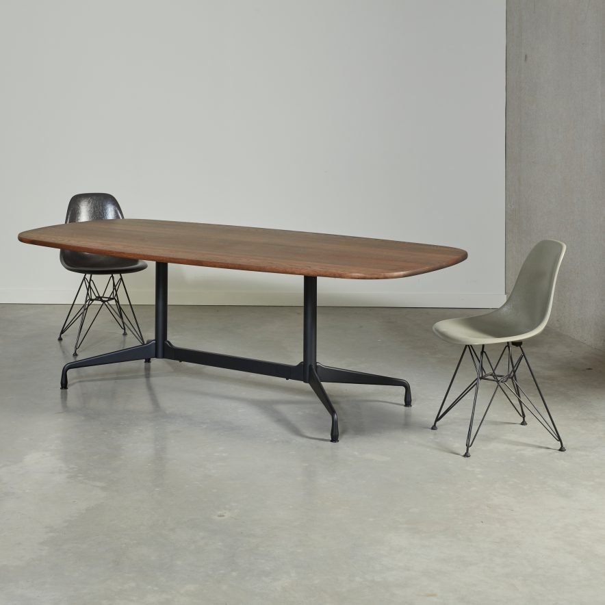 Eames segmented table | Vitra