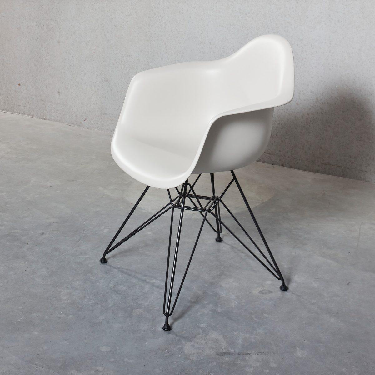 DAR Plastic Armchair
