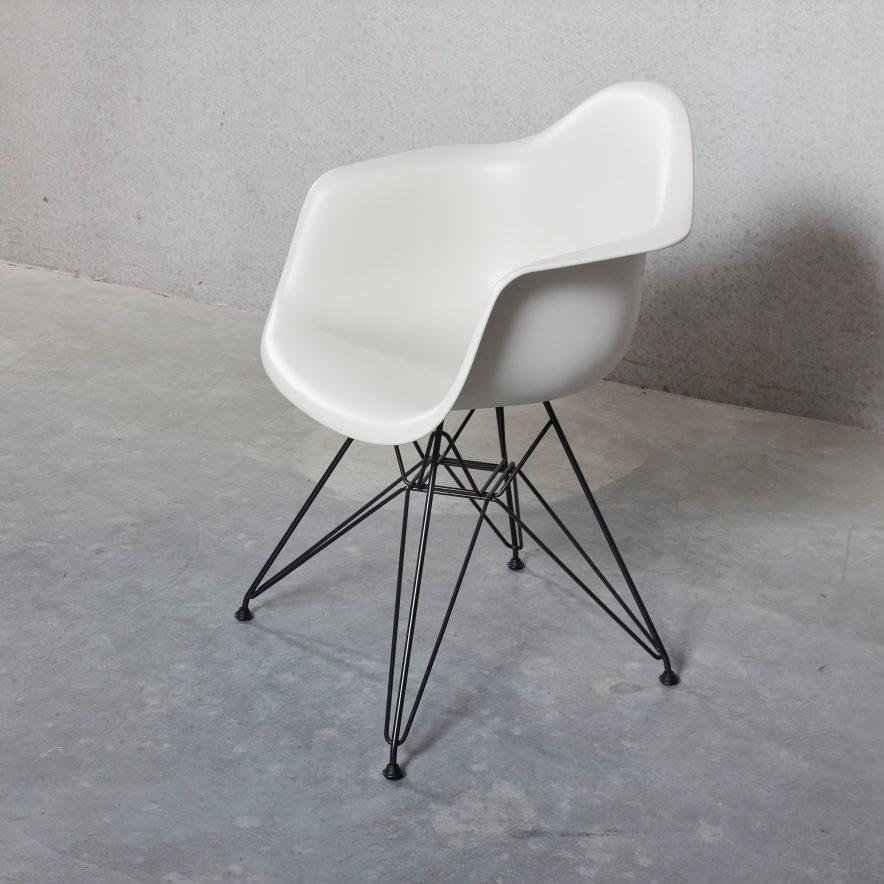 DAR Plastic Armchair | Vitra