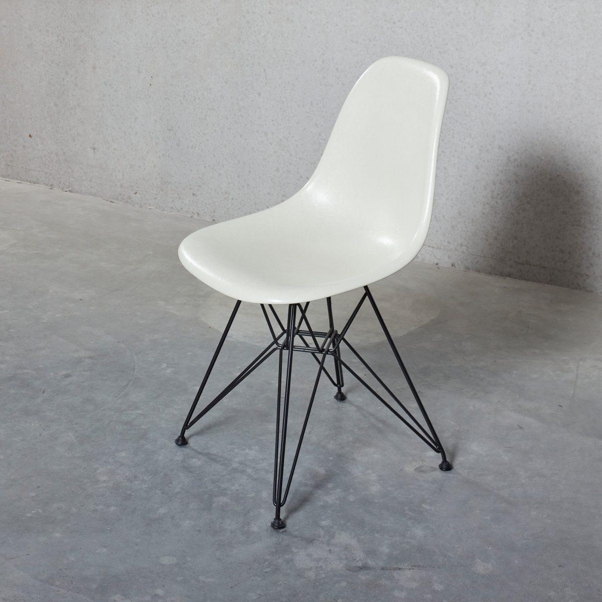 DSR Fiberglass Chair